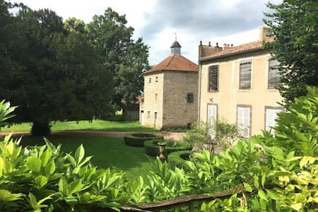 Le Grand Enclos: 3 chambres d'hôte proche Vichy - Konukevi