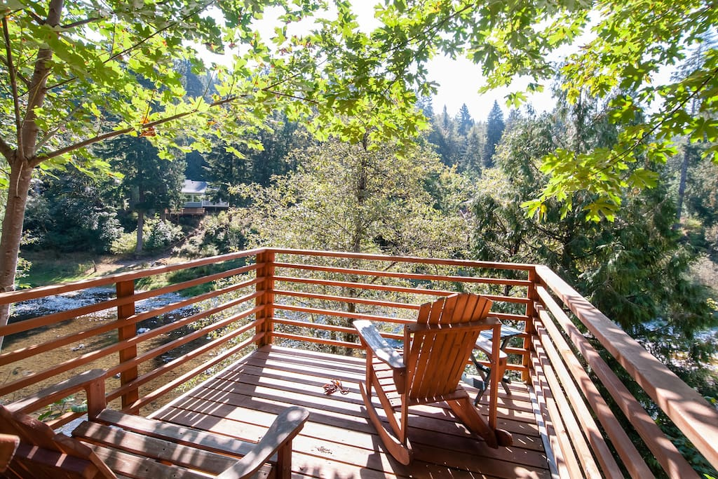 Enjoy this deck which is a stone's throw away from the river.