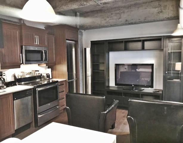 Luxury condo downtown/entertainment district