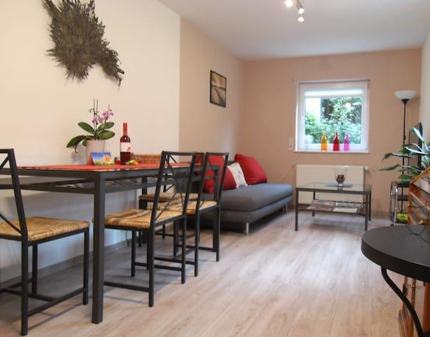 Wohnen im Grünen: schöne, helle, große Wohnung