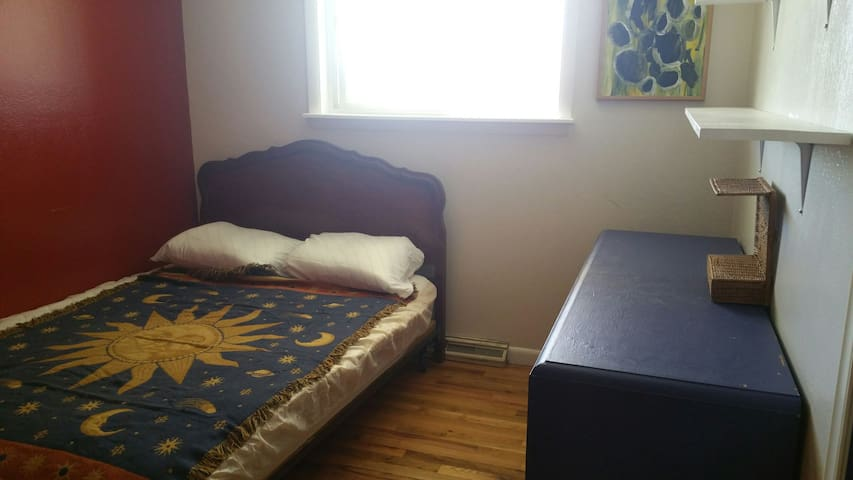 Affordable cozy private room, Old Town - Fort Collins