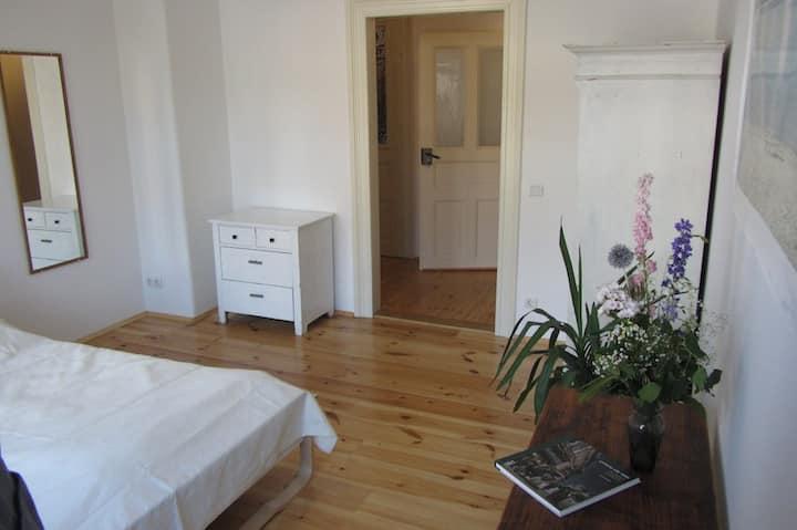 2 Schlafzimmer, Wohnküche, Südbalkon, grüner Hof