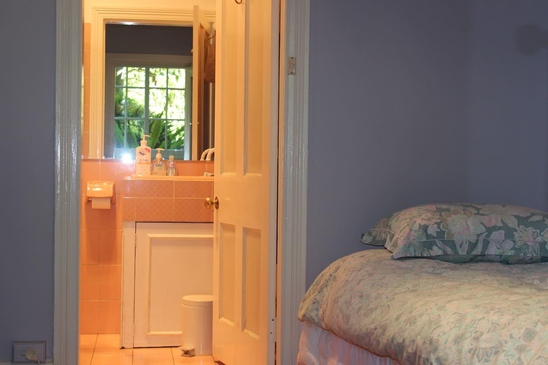 Bright Airy Bedroom with En suite Bathroom