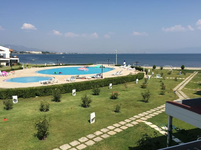 Denize Sıfır Havuzlu site içi villa - Güre - Edremit  - Haus
