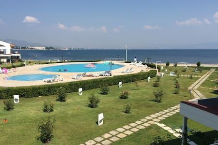 Denize Sıfır Havuzlu site içi villa - Güre - Edremit  - Casa