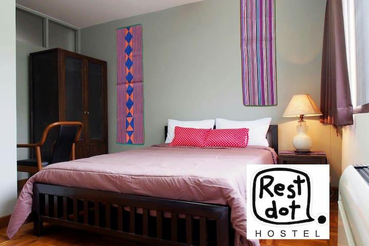Restdot Hostel, private room - Bangkok - House