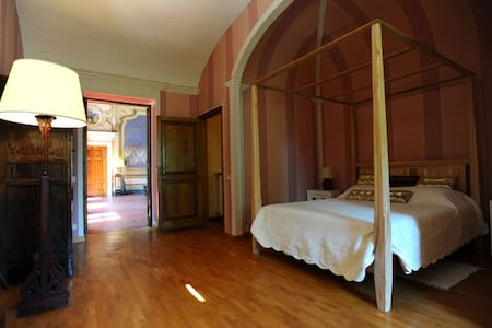 Romantic room in tuscany villa - Acquaviva