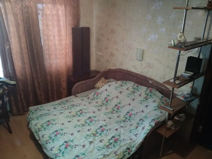 Simple room close to metro