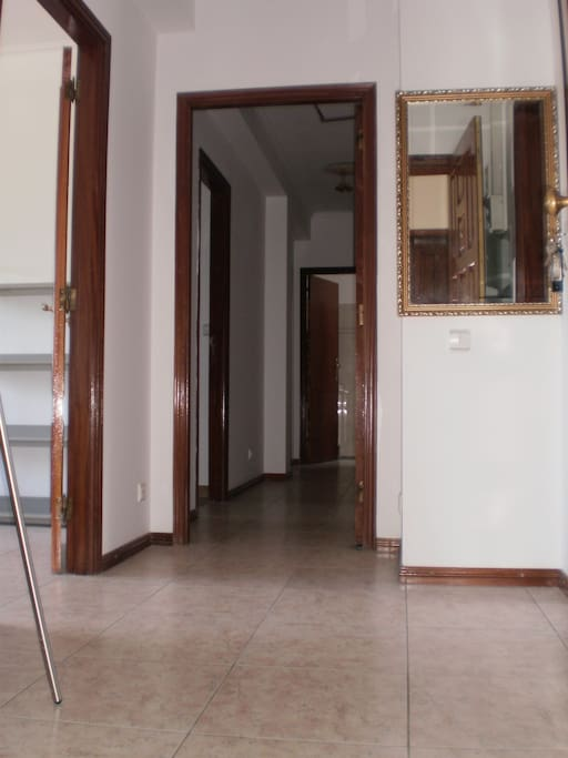 Entrance door and corridor (connects rooms, kitchen and Toillete 1)