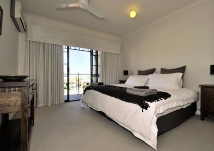 2 bedrooms - Ocean Sunset views - South Fremantle