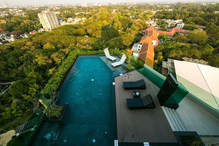 The Astra Condo Changklan Road roof pool and gym