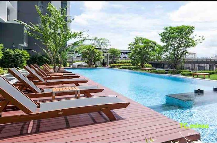 曼谷市中心火车头夜市高端公寓,40平米HuaikwhangMRT,机场打车20分钟到达,象神对面