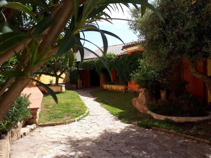 La Maddalena, casa indipendente con giardino