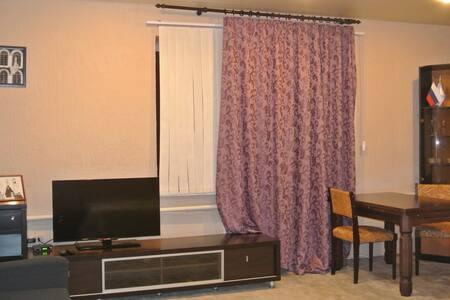 Уютная студия в двух этажном доме - Daire