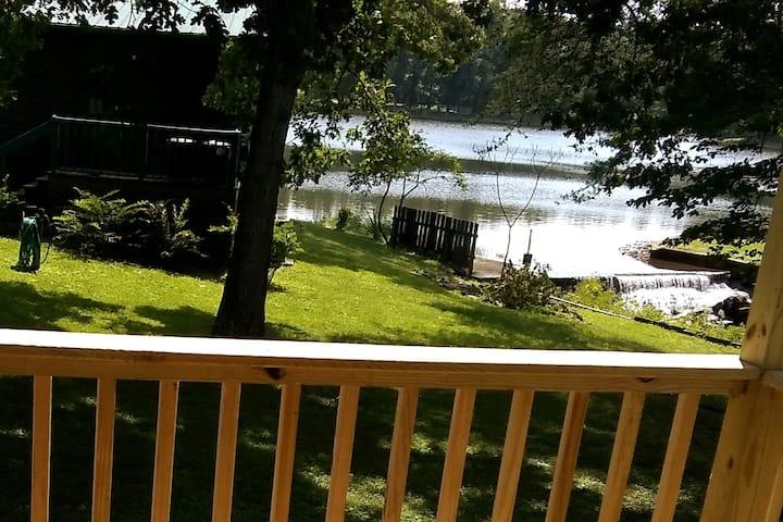 Serenity Cottage - A Lakeside Gem