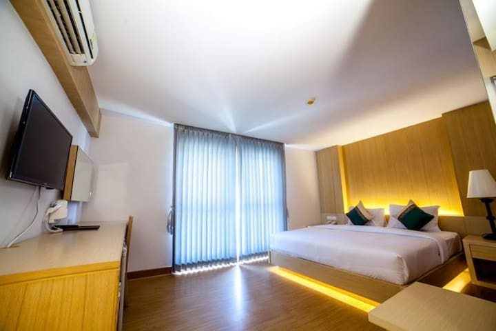 Luxurious Deluxe room at the Harbour