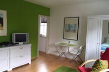 Helles Apartment mit Vorgarten