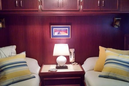 Yacht Stateroom for Two - Hajó
