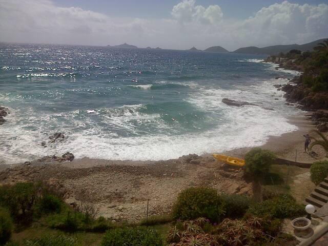 vue plage ouest et sur les îles sanguinaires