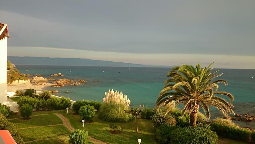 vue jardin et plage est