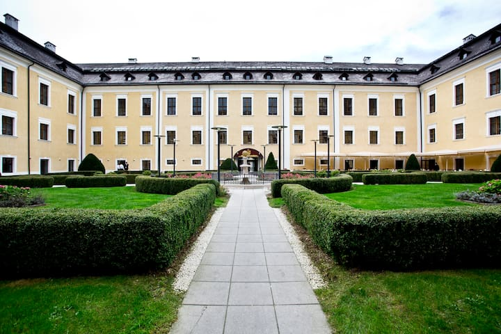 Holiday/Flat in a castle near Salzb - Mondsee - Kastil