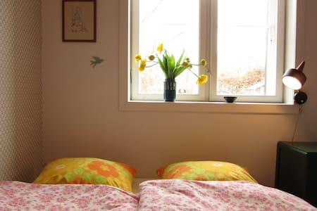 """Sommer's House """"The Flowered Room"""" - Hillerod - Bed & Breakfast"""