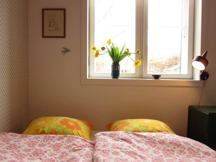 "Sommer's House ""The Flowered Room"""
