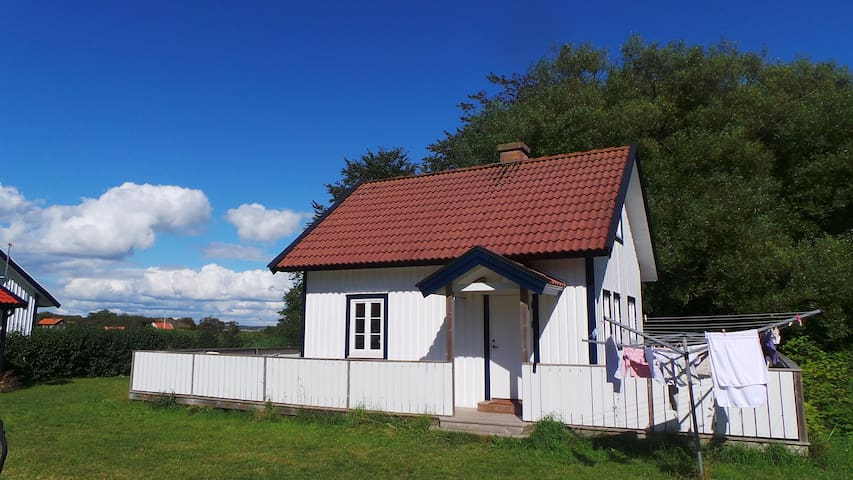 Small Cottage near the beach at Koster - Sydkoster  - Huis