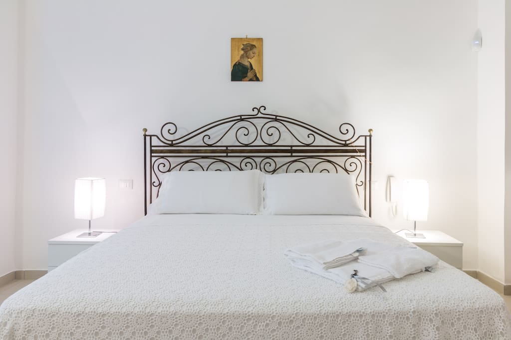 letto matrimoniale in ferro battuto / double bed in wrought  iron