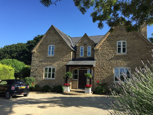 Private Rooms in Country House - Banbury - House
