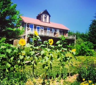 Organic Farm Artistic 4 Bed  Cozy EcoLodge - Franklin - Loft