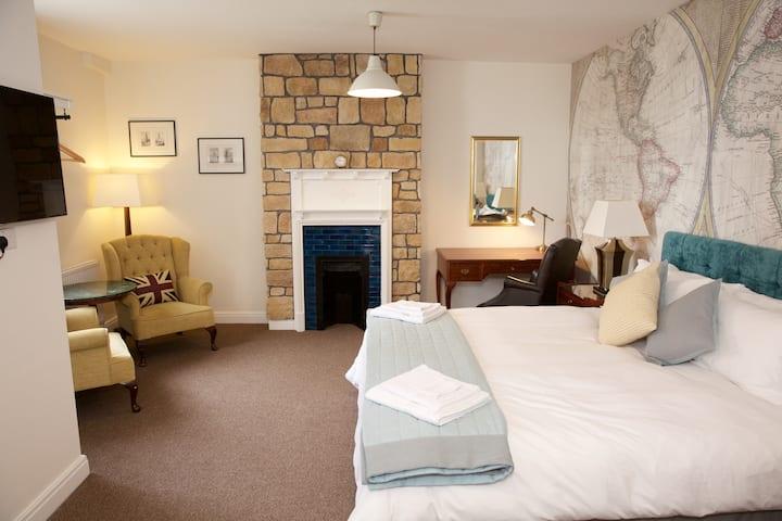 Beautiful Refurbished King Room R1
