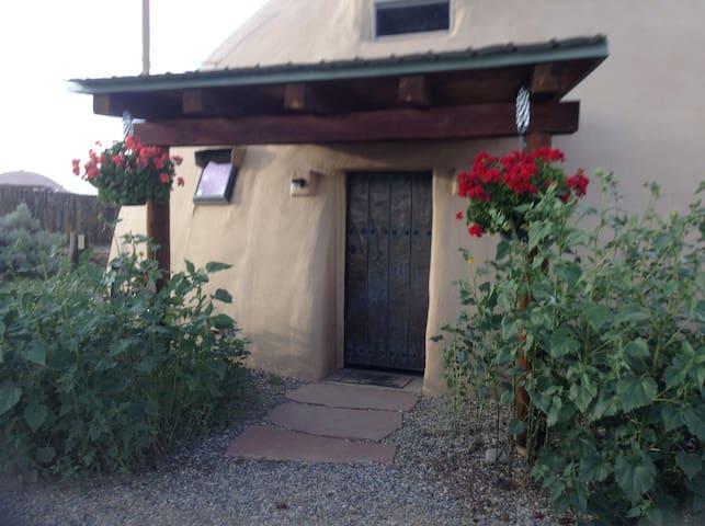 Unique Dome Casa on Taos Mesa