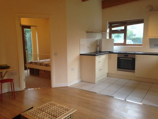*CV225AA Whole 1 Bedroomed-Flat Near Rugby School