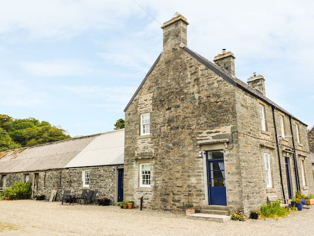 SEAVIEW-BARSLOISNACH COTTAGE in Kilmartin, Ref 984141