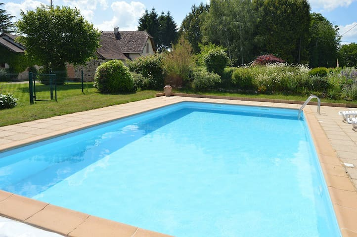 Chalet Toit Rouge - Cottage in Dordogne + Pool - Payzac - Hus