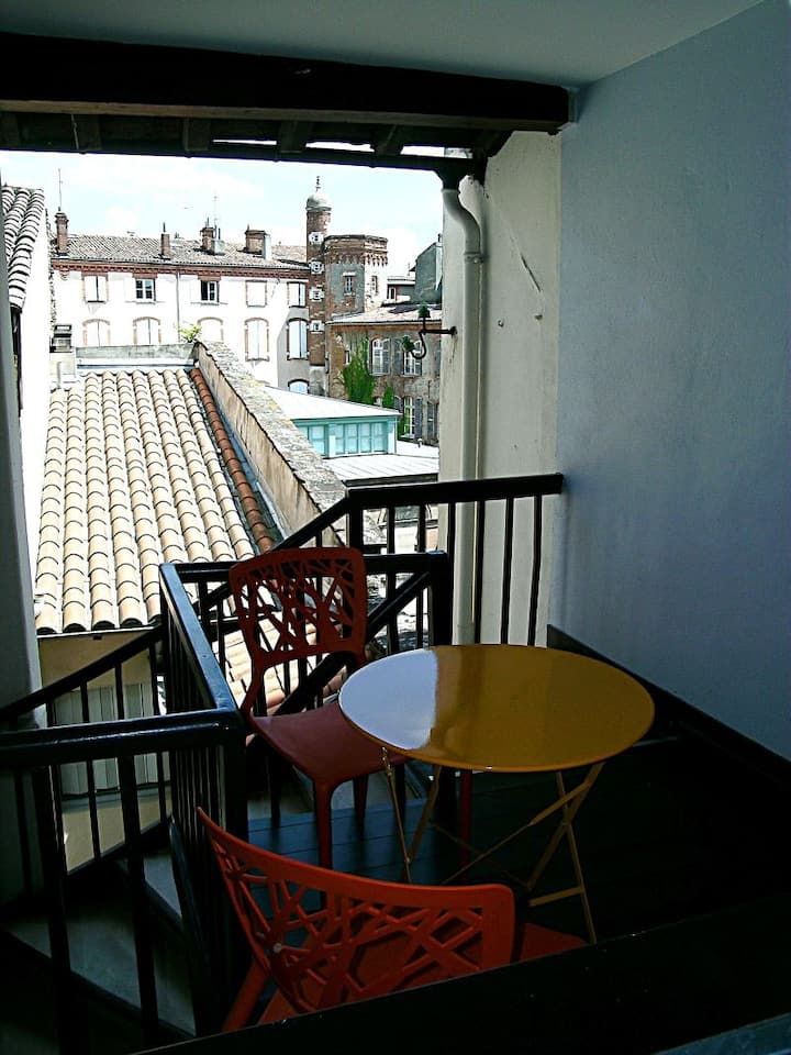 Studio with terrace in city center