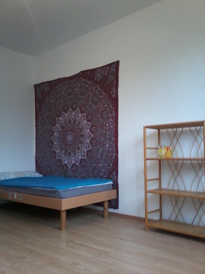 Ruhiges Zimmer in zentraler Lage