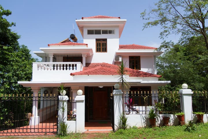 Casa Millers, The Villa on the hill - Candolim - Villa