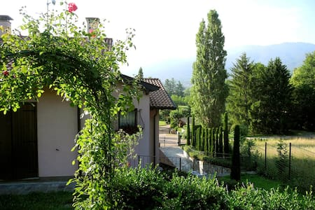 Accogliente villa con parcheggio - Morosolo -Casciago - Bed & Breakfast