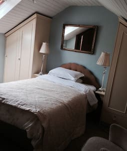 Quiet double room - en-suite.