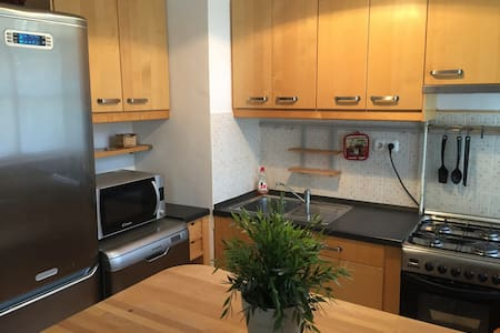 Cozy Apartment 150m from Dagály Aquatics Arena - Boedapest - Appartement