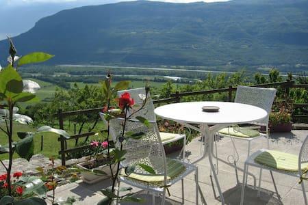2 chambres, vue imprenable au calme - Serrières-en-Chautagne - Oda + Kahvaltı