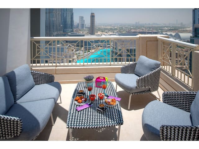 Cozy 2-Bedroom Apartment Burj Khalifa View