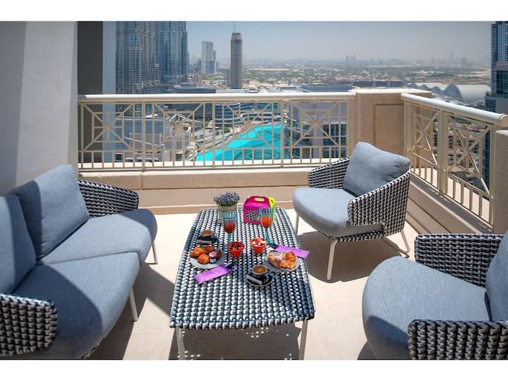 Cozy 2-Bedroom Apartment Burj Khalifa View