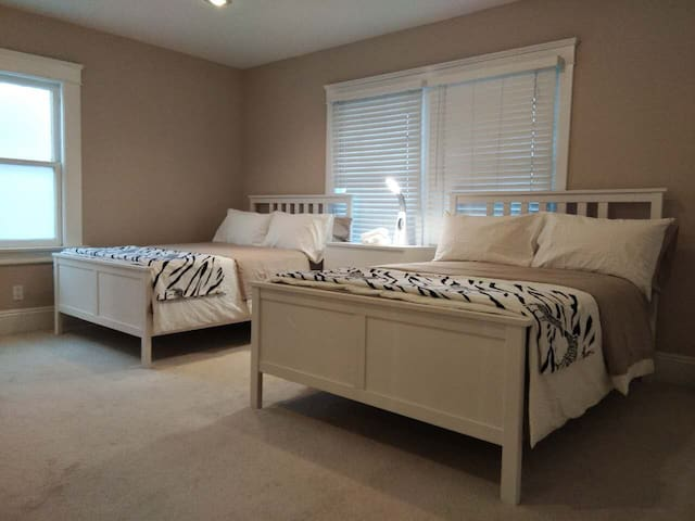 3 full size beds in 2 rooms near Hollywood(#3)