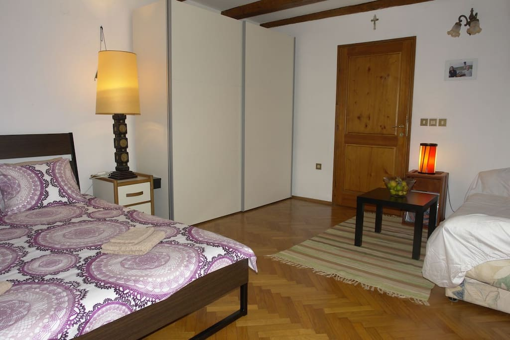 160x200 double bed, clean and uncluttered room with big closet for your things