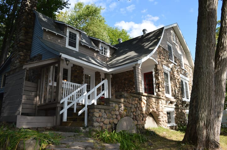 Rustic charm by the lake - Bracebridge