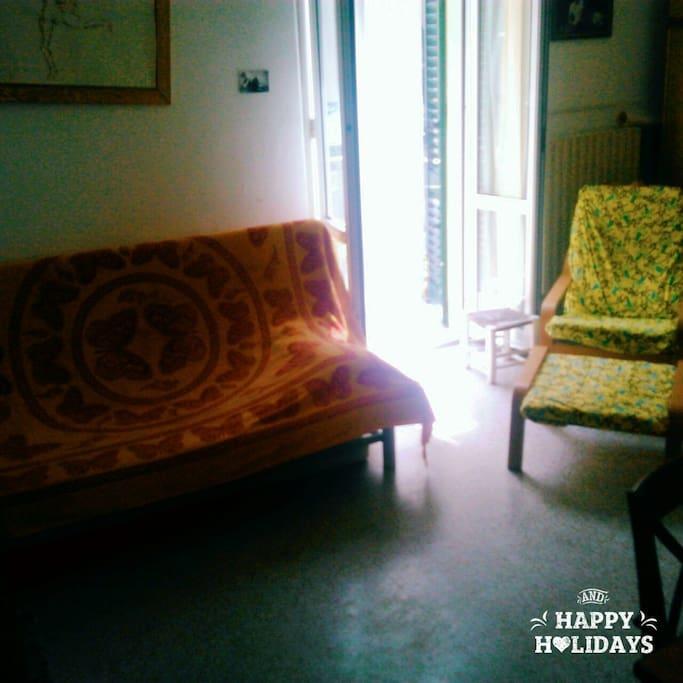 stanza da letto con terrazzino