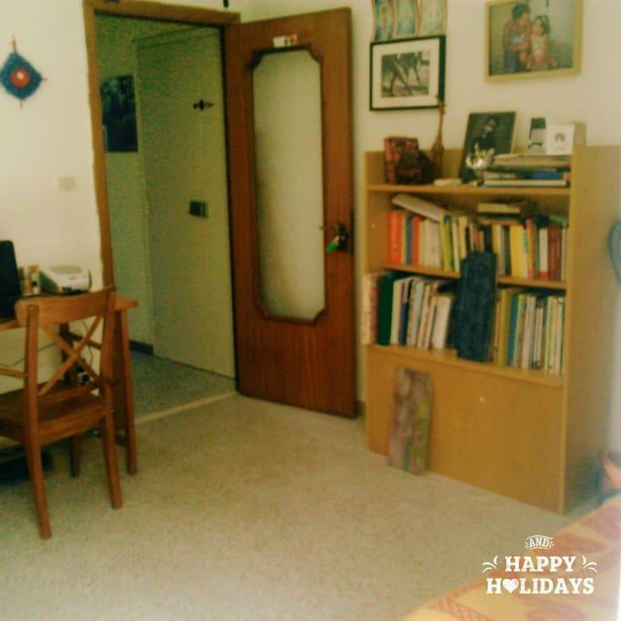 stanza da letto e studio con terrazzino